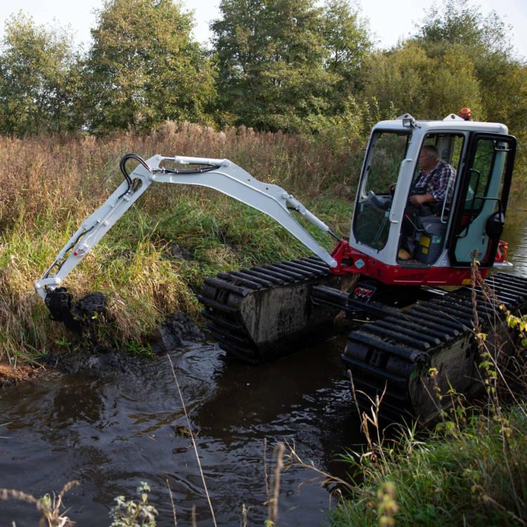 mini floating excavator